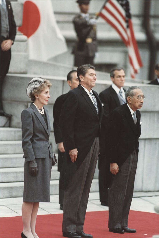 800Px Photograph Of The Reagans And Japanese Emperor Hirohito Tokyo Japan  Nara  198544 Copy